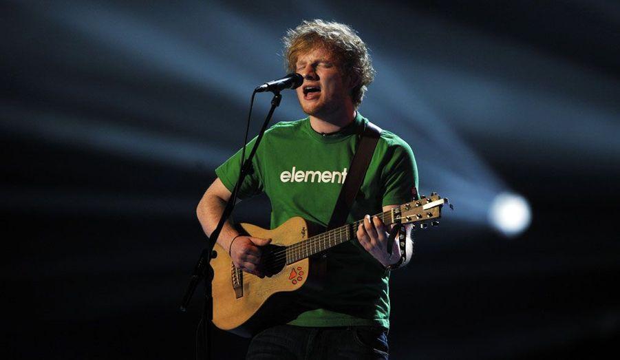 Le jeune anglais a remporté le prix de l'artiste masculin de l'année et s'offre le luxe de battre Noel Gallagher.
