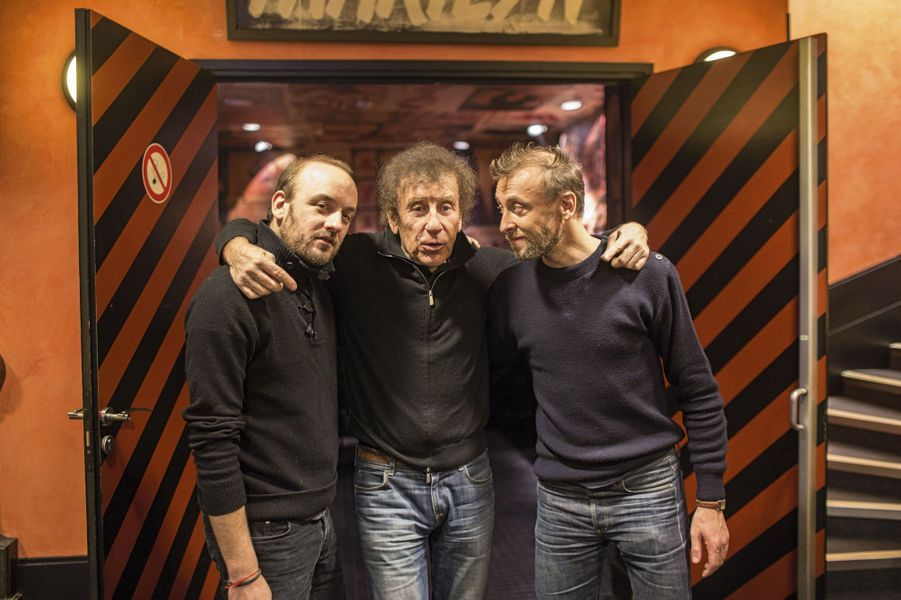 Alain Souchon entre ses deux fils, Charles alias Ours et Pierre.