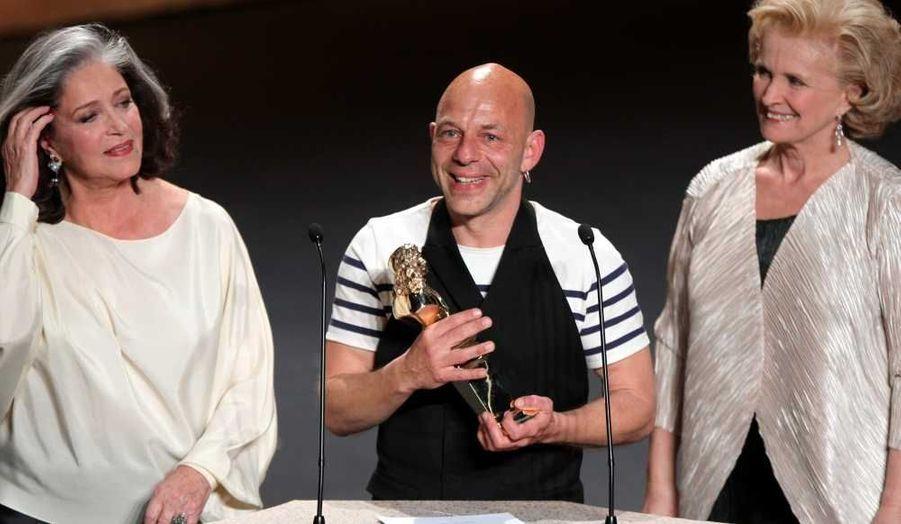 Le déjà mythique «Fil à la patte» de Georges Feydeau, mis en scène par Jérôme Deschamps, a triomphé hier soir lors de la 25e cérémonie des Molières, retransmise en direct sur France 2 depuis la Maison des arts de Créteil.