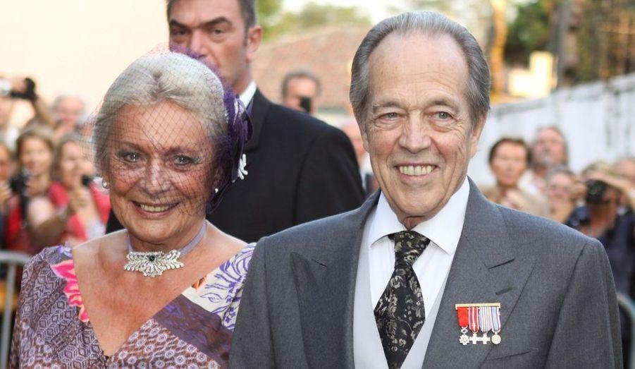 Alors qu'ils sont unis civilement depuis 1984, le prétendant au trône de France, Henri d'Orléans, et son épouse la princesse Micaëla Cousino Quinones de Léon, se sont mariés devant l'église de Saint-Jean-Baptiste de l'Uhabia, à Arcangues dans les Pyrénées, écrit Le Figaro dans son édition de lundi.
