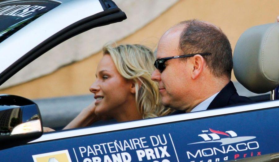 Le prince Albert II de Monaco et sa fiancée Charlene, au départ du Grand Prix de F1.