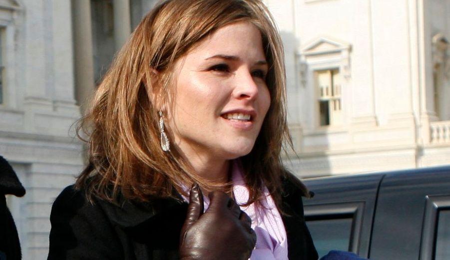 """Jenna Bush Hager, 27 ans, l'une des deux filles jumelles de l'ancien président républicain George W. Bush, fera bientôt ses premiers pas à la télé (en septembre), dans l'émission Today, qui évoquera une fois par mois, sur la célèbre chaîne américaine NBC, les dossiers concernant l'éducation. """"Ce n'est pas comme si j'avais toujours rêvé de faire ça, mais je pense que l'une des choses les plus importantes dans la vie est de garder l'esprit ouvert et d'être ouvert au changement"""", a déclaré Jenna Bush Hager à Associated Press. Toutefois, elle n'a pas l'intention d'évoquer sa vie de fille de président: """"Je ne pense pas que ce soit intéressant, je suis tout à fait normale"""", a-t-elle précisé. Le producteur de l'émission Jim Bell dit avoir eu l'idée de contacter la fille de l'ancien président après l'avoir vue deux fois dans Today, il y a deux ans pour la promotion de son livre sur une mère célibataire séropositive, et avec sa mère Laura lors de la sortie de leur livre pour enfants. Ce dernier s'est dit """"frappé par sa présence naturelle"""" et son """"aisance"""" à l'écran."""