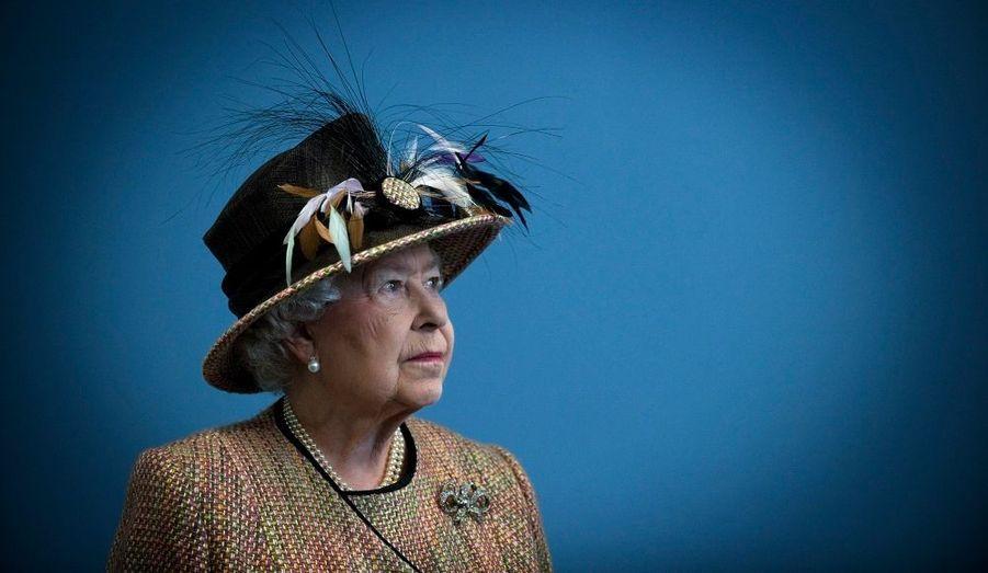 La reine Elizabeth lors de sa visite dans l'aile est, restaurée de la Somerset House du King's College de Londres.