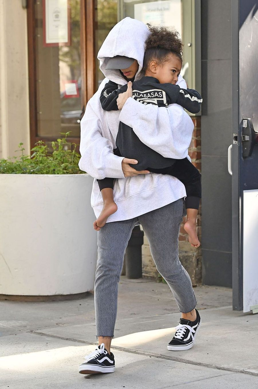 Kim Kardashian et North West à New York, le 6 octobre 2016.