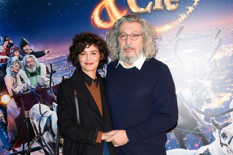 """Alain Chabat et Audrey Tautouà l'avant-première de """"Santa & Cie"""", le 3 décembre 2017 à Paris."""