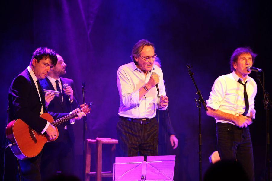 Philippe Lavil et Alain Souchon chantent lors de la soirée donnée au Château de Cheverny.