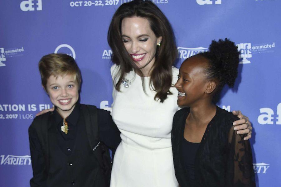 Angelina Jolie et ses filles Shiloh et Zahara à l'avant-première de «The Breadwinner» à Los Angeles, le 20 octobre 2017.
