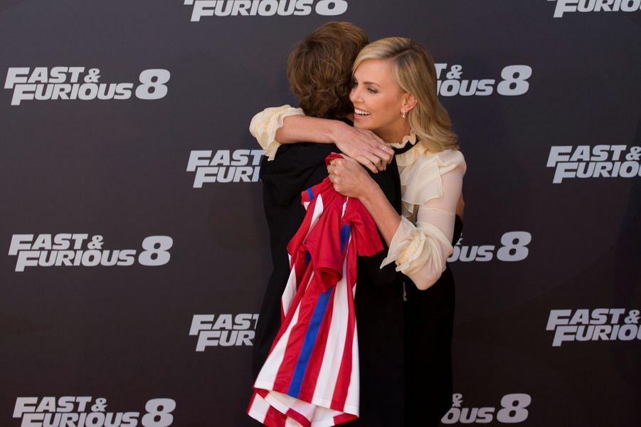 Antoine Griezmann et Charlize Theron à l'avant première de «Fast and Furious 8», à Madrid.