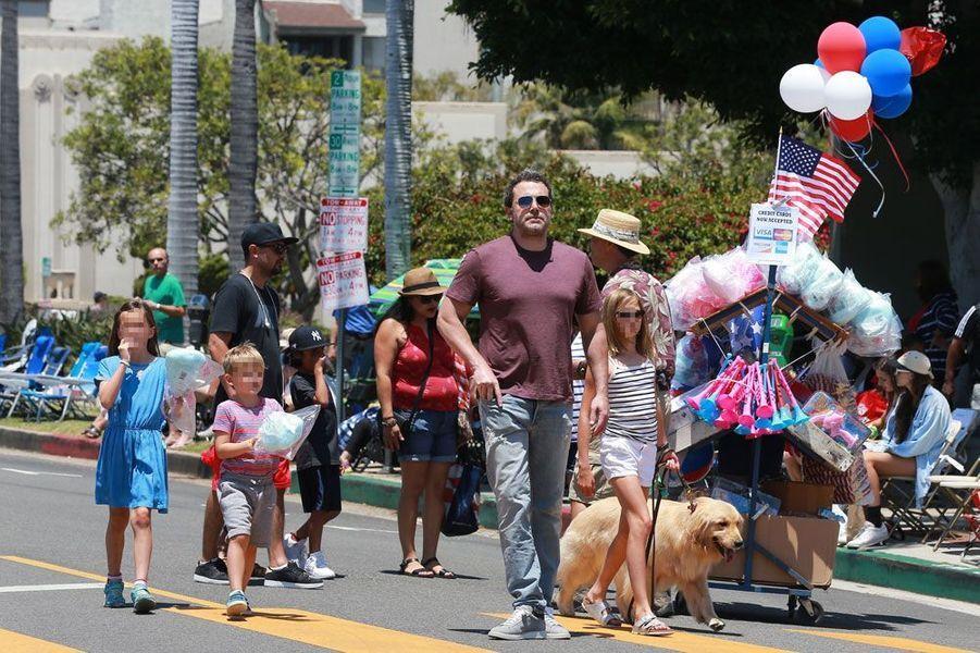 Jennifer Garner et Ben Affleck avec leurs enfants le 4 juillet