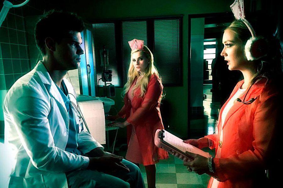 """Billie Lourd et Taylor Lautner sont inséparables depuis leur rencontre sur le tournage de la série """"Scream Queens"""""""