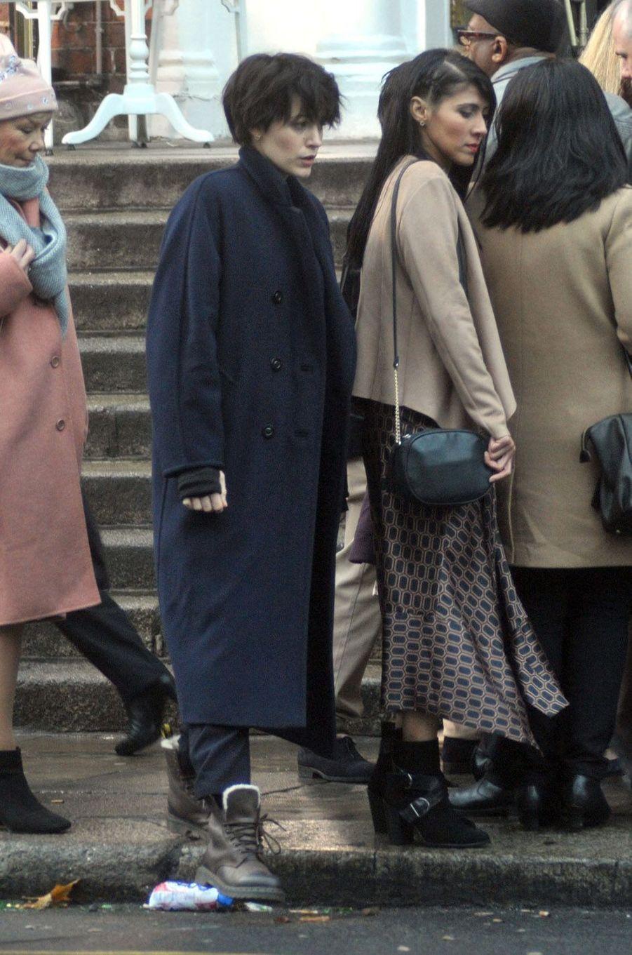 """Blake Lively sur le tournage de """"The Rythm Section"""", en Irlande le 3 décembre 2017."""