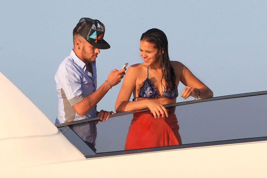Bruna Marquezine et Neymar en juillet 2014