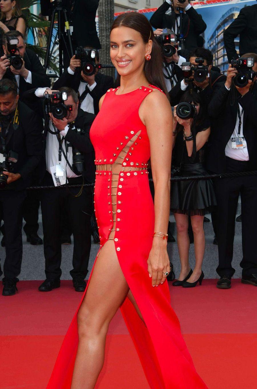 Irina Shayk sur le tapis rouge cannois jeudi 10 mai 2018