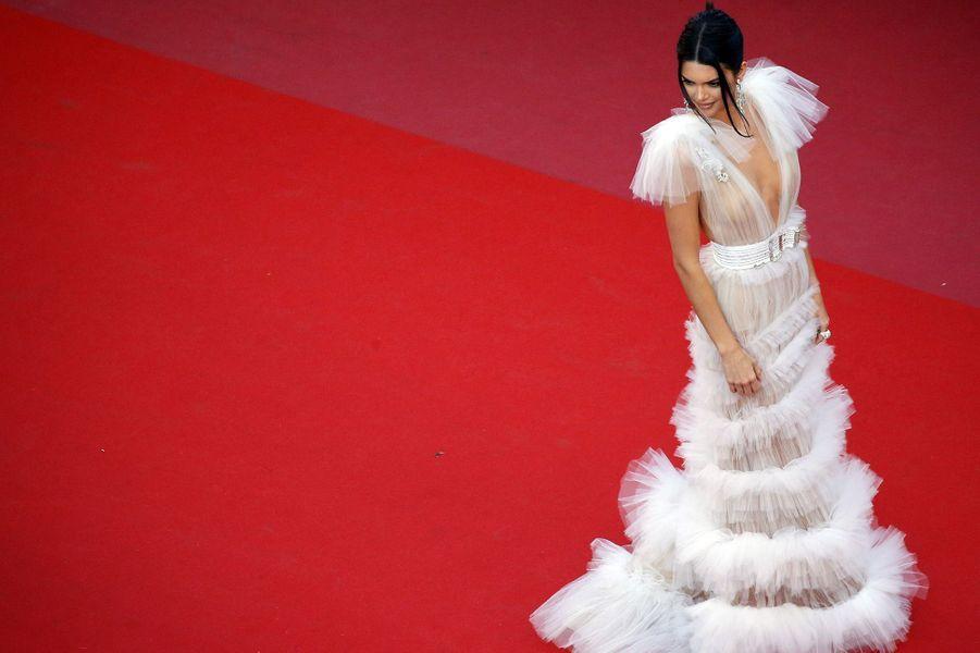 Kendall se dévoile sur le tapis rouge du festival de Cannes, le 12 mai 2018.
