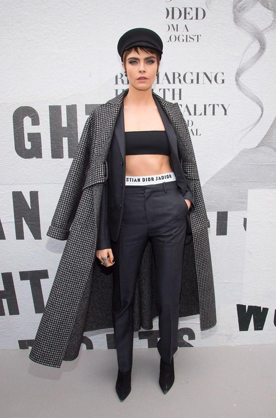 Cara Delevingne au défilé Dior pendant la Fashion Week de Paris