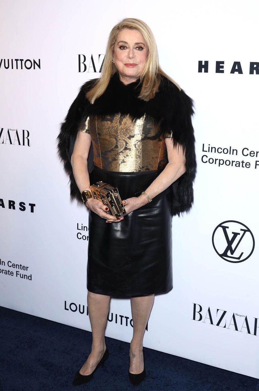 Catherine Deneuve au gala de la fondation du Lincoln Center, le 30 novembre 2017 à New York.