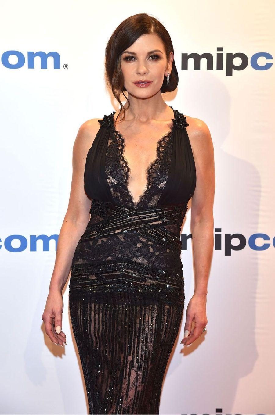 Catherine Zeta-Jones au MIPCOM à Cannes, le 16 octobre 2017.