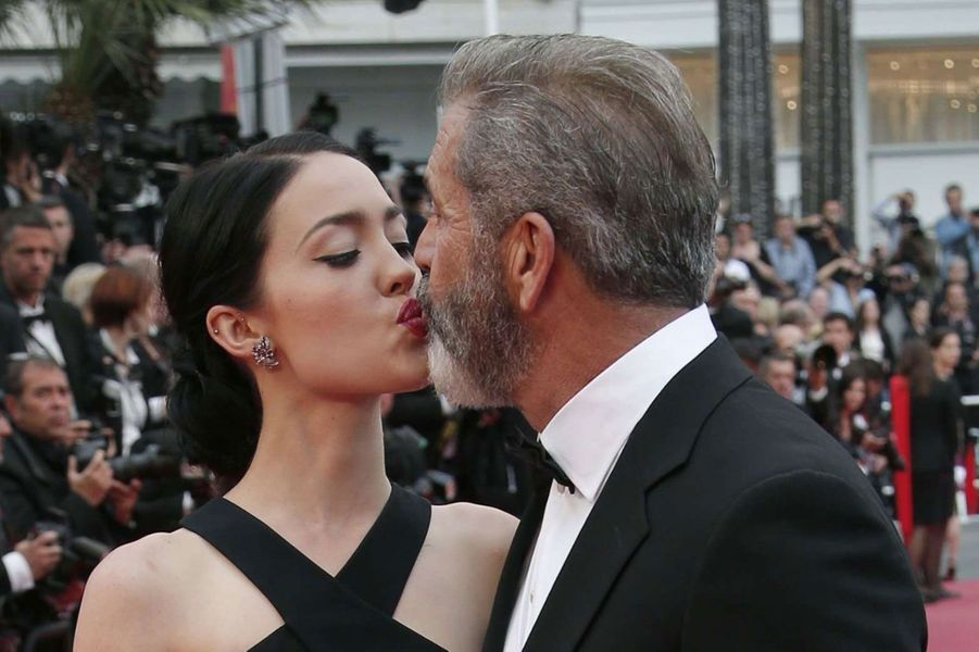Rosalind Ross (25) et Mel Gibson (60)
