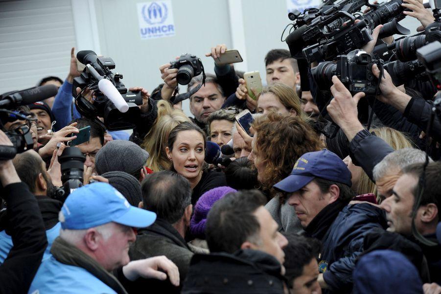 Angelina Jolie à Athènes le 16 mars 2016