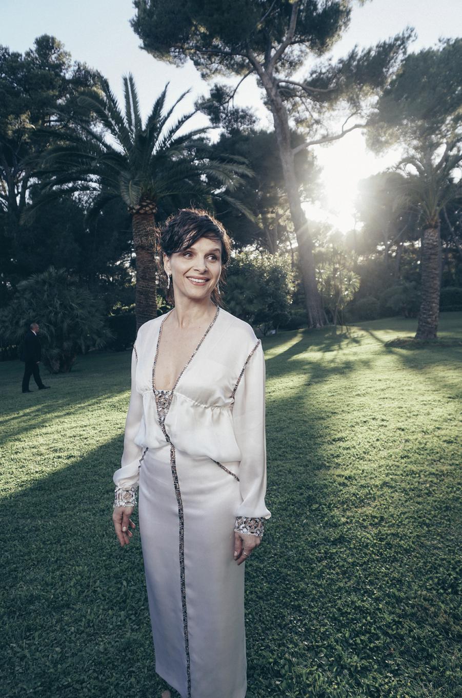 Juliette Binoche,robe Chanelet bijoux Chopard.