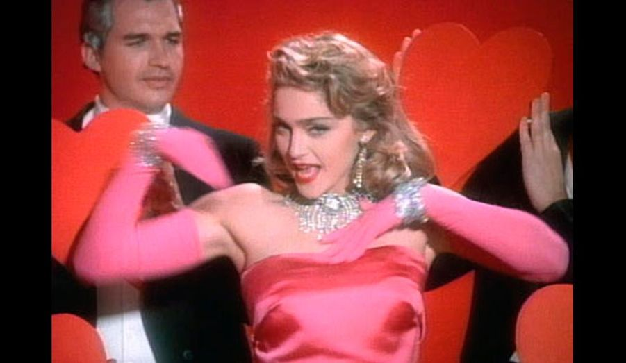 "Madonna dans le clip ""Material girl"" en 1985."