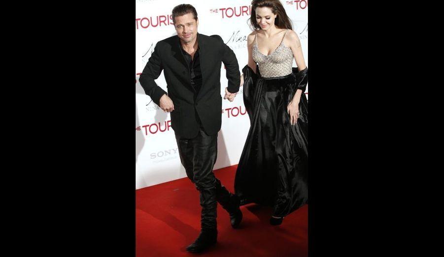 """Brad Pitt et Angelina Jolie sur le tapis rouge de la première madrilène de """"The Tourist"""""""