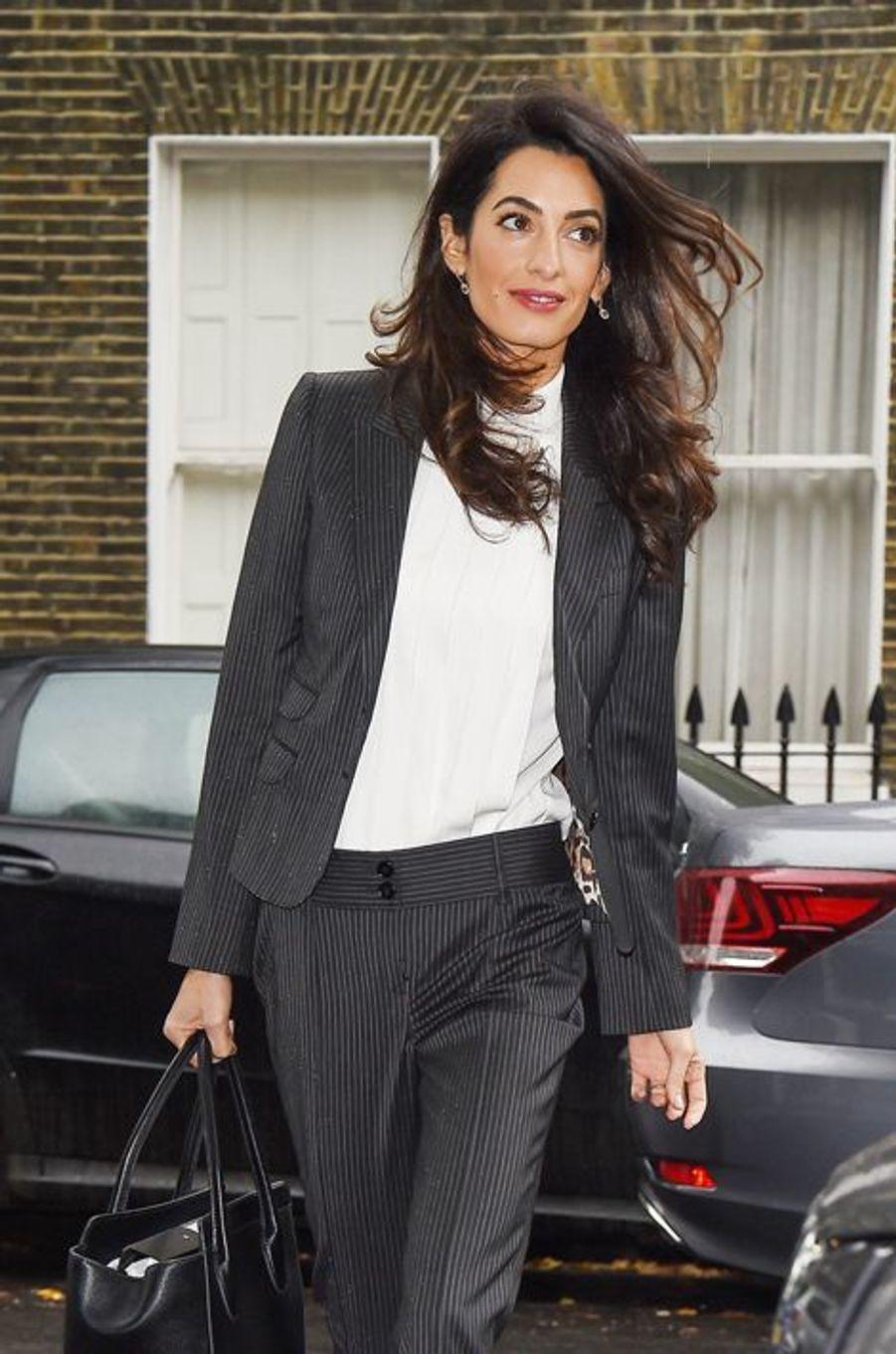 Amal Clooney à Londres le 5 octobre 2015