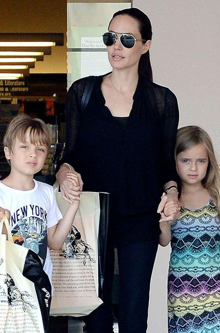 Angelina Jolie, accompagnée de Knox et Vivienne à Los Angeles