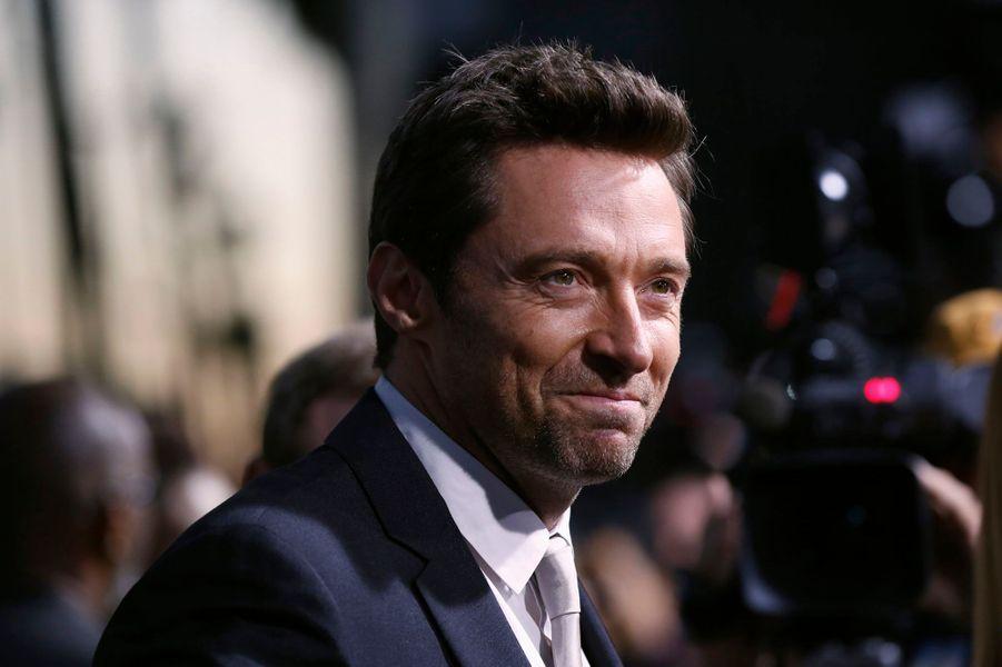 Les producteurs de la saga James Bond ont d'abord pensé à Hugh Jackman avant de donner le rôle à Daniel Craig. Une proposition qu'un acteur n'aurait en temps normal jamais refusé. Mais l'Australien évoquera des questions d'emploi du temps pour décliner l'invitation. Finalement, en février 2013, il expliquera au «Hollywood Reporter» avoir préféré laisser passer cette chance, pour éviter d'être «rangé dans une case»
