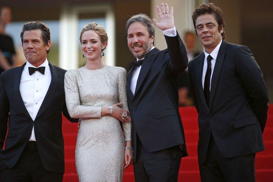 Emily Blunt a fait une apparition sobre et élégante sur le tapis rouge