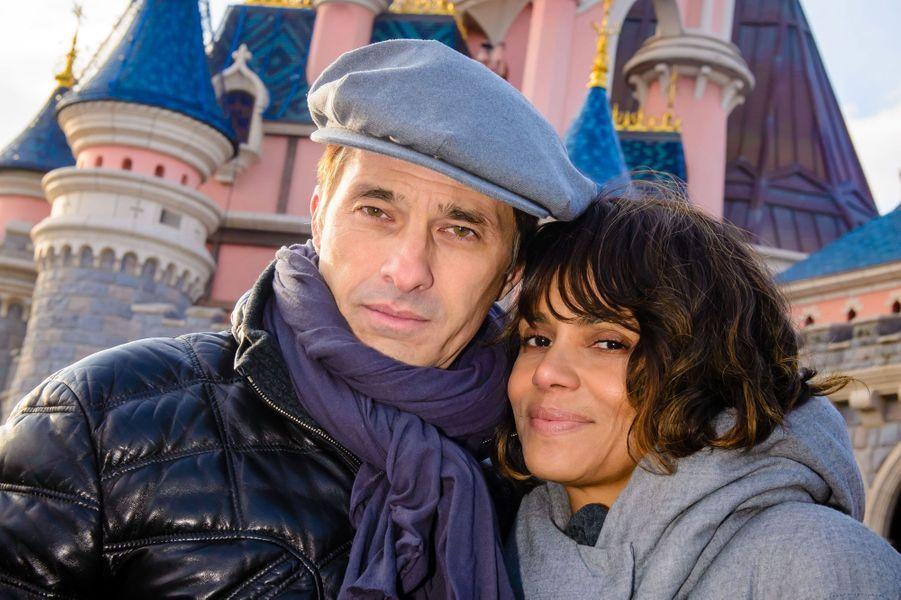 Olivier Martinez et Halle Berry à Disneyland Paris