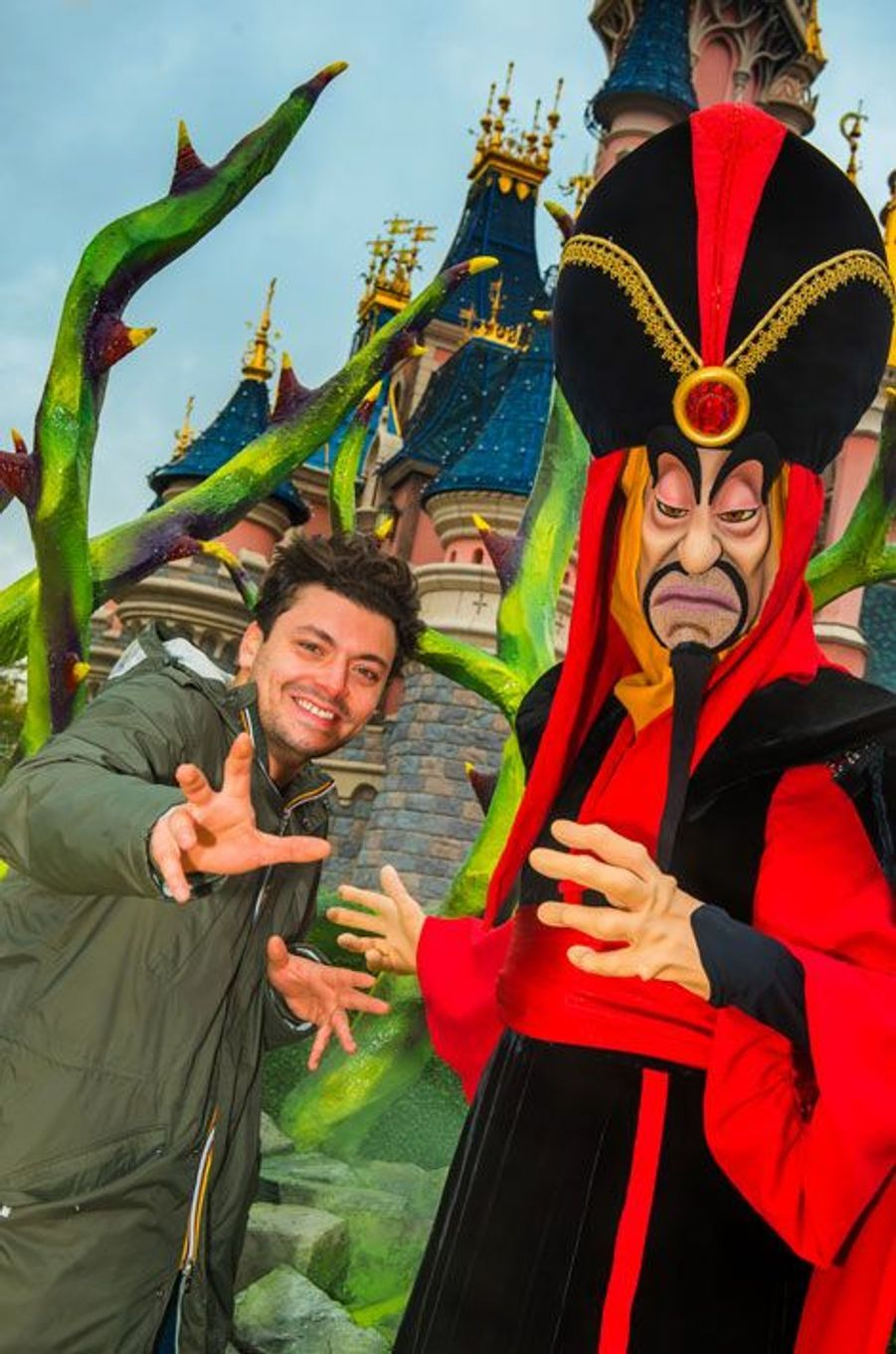 Kev Adams retrouve Jafar à Disneyland Paris