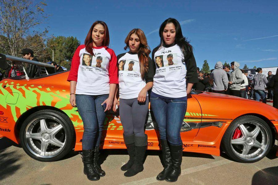 Avec la mort de l'acteur Paul Walker, les passionnés d'automobiles modifiées ont perdu un héros qui, dans la saga «Fast & Furious», a mis le tuning sur grand écran. Dimanche, à Santa-Clarita, en Californie, les fans se sont réunis près du lieu de l'accident qui a emporté le comédien et Roger Rodas, l'homme qui conduisait la Porsche Carrera GT qui a pris feu après avoir quitté la route.