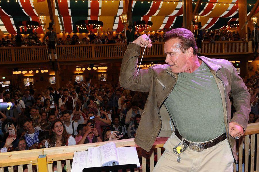 Arnold Schwarzenegger et Heather Milligan à la Fête de la bière munichoise le 24 septembre 2015.