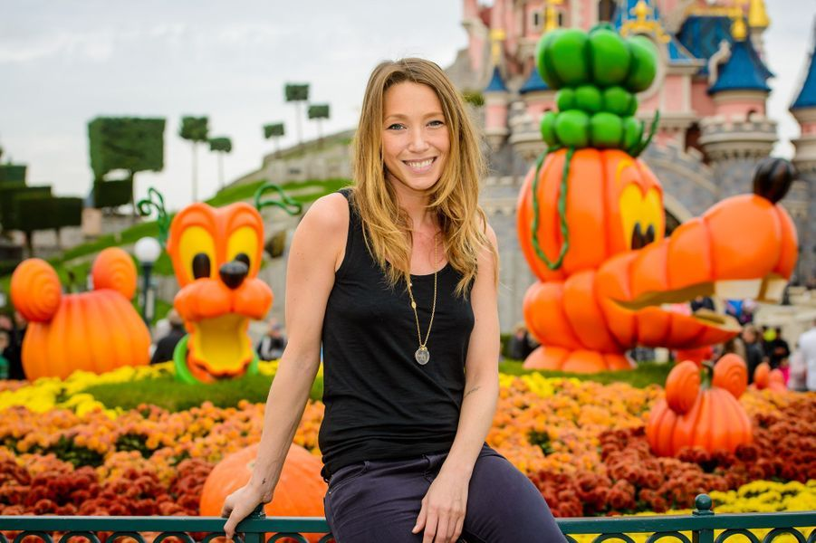 Laura Smet à Disneyland Paris