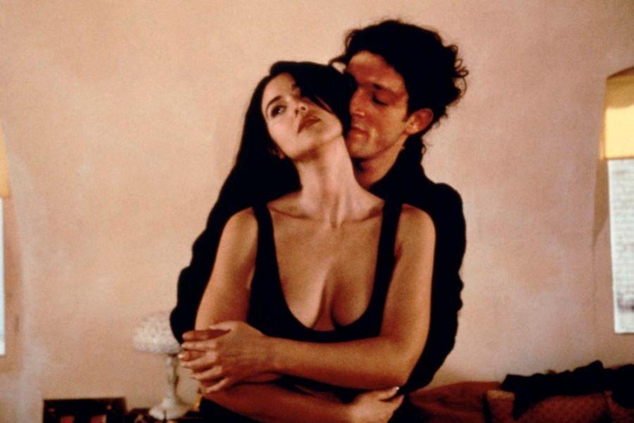 Monica Bellucci a confirmé à l'agence italienne Ansa ce lundi sa rupture avec son mari, Vincent Cassel, après quatorze ans de mariage. Les deux acteurs s'étaient rencontrés sur le tournage de «L'appartement», de Gilles Memouni, en 1996. Ils s'étaient mariés en 1999, et ont eu deux filles, Deva, qui aura 9 ans le mois prochain, et Léonie, 3 ans.Retour en images un couple qui apparaissait comme l'un des plus glamour, mais aussi des plus solides du showbiz.