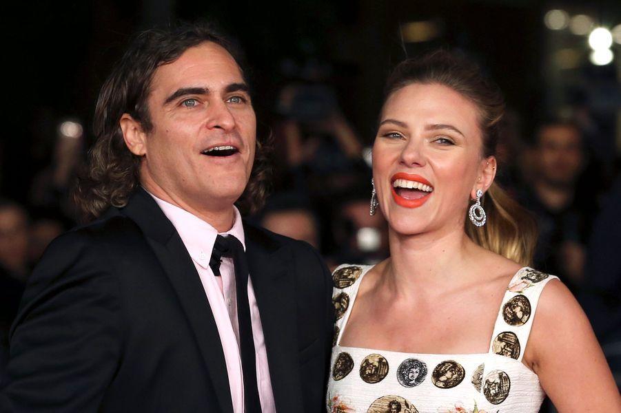 """L'actrice américaine était en Italie lundi soir pour la présentation de """"Her"""", le nouveau film de Spike Jonze, au Festival de Rome. Son partenaire à l'écran Joaquin Phoenix l'accompagnait sur le tapis rouge."""