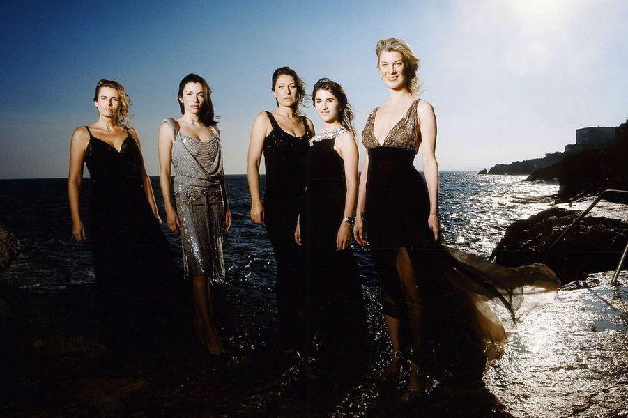 """Valérie Benguigui avec ses partenaires de """"Comme t'y es belle!"""", avril 2006"""