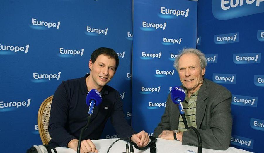 """A l'occasion de la sortie aujourd'hui sur les écrans français de son dernier film, Gran Torino, Clint Eastwood était l'invité ce matin à 8h50, en exclusivité radio, de Marc-Olivier Fogiel dans Forcément sur Europe 1. Questionné sur sa vie, son parcours, son oeuvre, """"le grand Clint"""", aujourd'hui âgé de 78 ans, a dit estimer que """"vieillir [était] agréable quand on le fait intelligemment"""". Lui-même grand-père, il a avoué qu'il n'était pas toujours très présent pour ses petits enfants, d'autant qu'""""ils vivent aux quatre coins du monde"""". Interrogé sur l'élection de Barack Obama, l'acteur-réalisateur, républicain, a reconnu que """"les partis politiques américains ne [l']emball[aient] pas particulièrement. Ni l'un ni l'autre"""", mais souhaité """"bon courage et bonne chance"""" à la nouvelle administration. """"On verra bien!"""", a-t-il conclu."""
