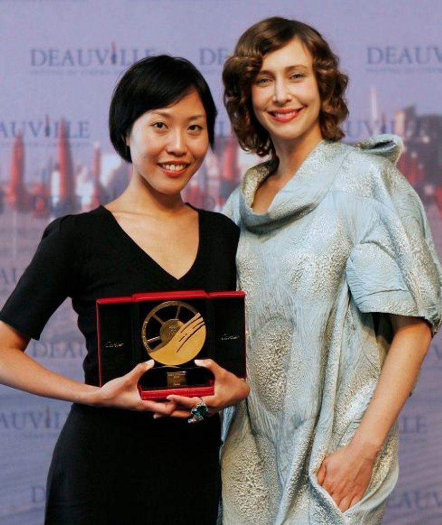 Dans le sensuel Never Forever de Gina Kim, Vera Farmiga prouve une nouvelle fois son pouvoir d'attraction. Le film obtient le prix du jury à Deauville.