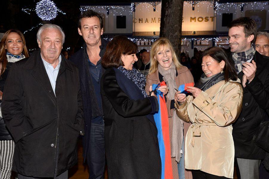 Marcel Campion, Jean-Luc Reichmann, Anne Hidalgo, Chantal Ladesou, Jeanne d'Hauteserre inaugurent le village de Noël des Champs Elysées à Paris...