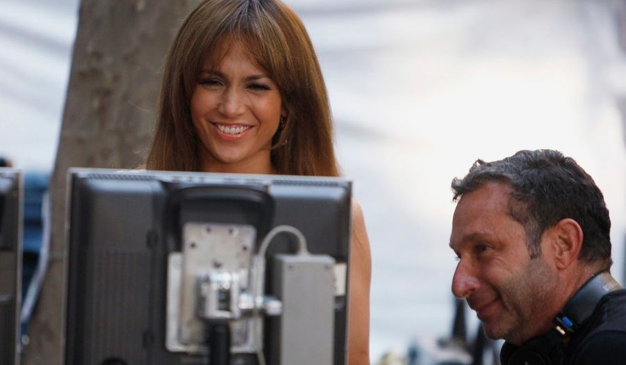 Après des heures de travail, Jennifer Lopez peut enfin laisser éclater sa joie.