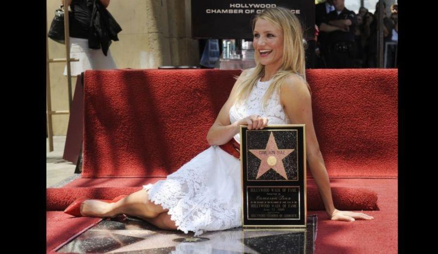 """Cameron Diaz a désormais son étoile sur la célèbre """"promenade de la gloire"""" (Walk of Fame) à Hollywood. S'exprimant juste avant la cérémonie, l'actrice de 36 ans a confiée au Hollywood Reporter être très excitée à l'idée d'être la 2 386ème étoile sur ce célèbre boulevard. """"Ce sera cool d'être sous les pieds des gens. C'est vraiment l'endroit où les gens comprennent que les acteurs ne sont pas vraiment des stars. Ils n'existent pas dans le ciel, ils existent par terre, comme tous les autres humains"""", a-t-elle déclaré."""