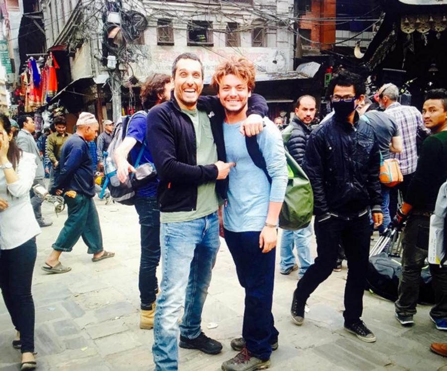 Kev Adams avec Vincent Elbaz, au Népal