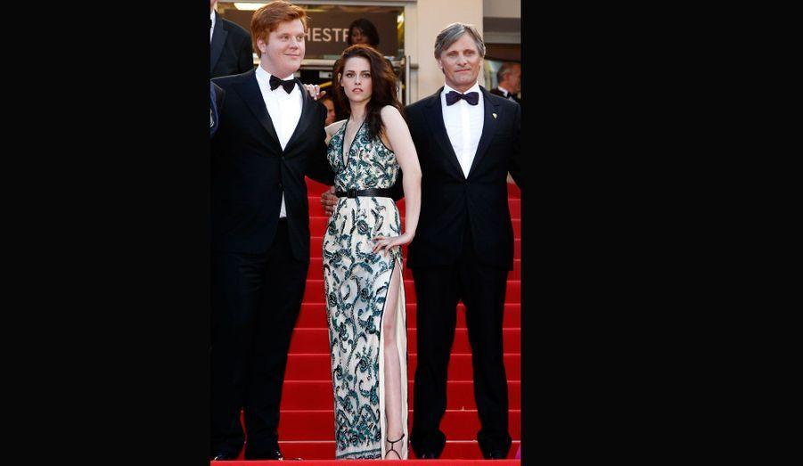 L'actrice dans une robe Balenciaga lors de la montée des marches du Festival de Cannes.