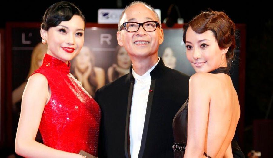 Le réalisateur Yon Fan (au centre) et les actrices Terri Kwan (à droite) et Xuan Zhu (à gauche) durant une séance de photocall à l'avant-première de Lei Wangzi.
