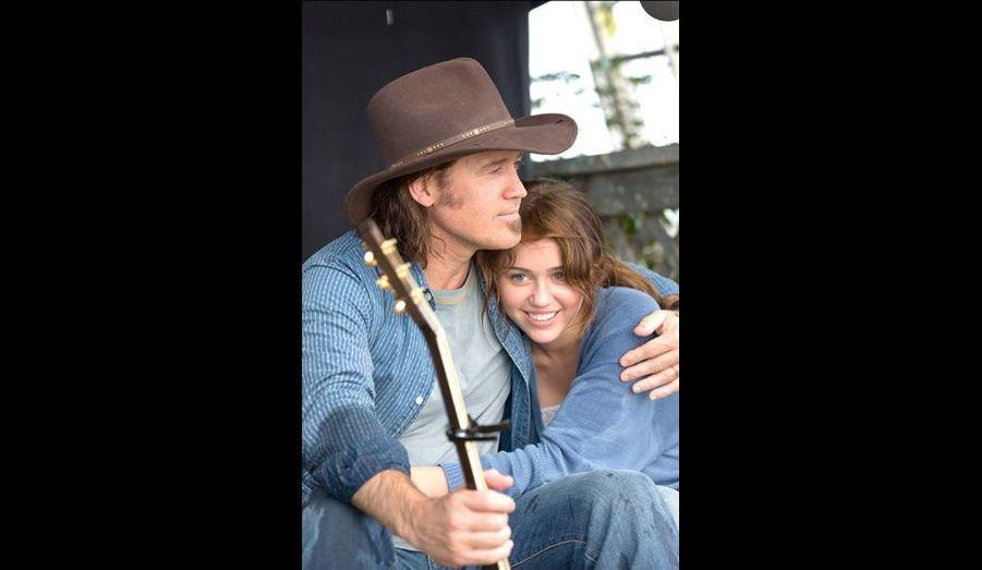 Miley et son père Billy Ray Cyrus. Cet ancien chanteur country a connu la gloire dans les années 90 avec son mégatube « Achy Breaky Heart ».