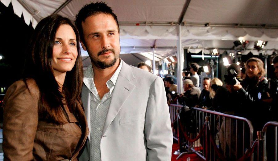 Au début de sa relation avec David Arquette, Courteney Cox avait expliqué qu'elle ne s'attendait pas à tomber sous son charme. Mais leur amour a finalement duré presque quinze ans. Un bonheur sans nuages, solidifié par la naissance de leur petite Coco en 2004. Mais les deux stars se sont séparées en 2010, tout en restant bons amis.