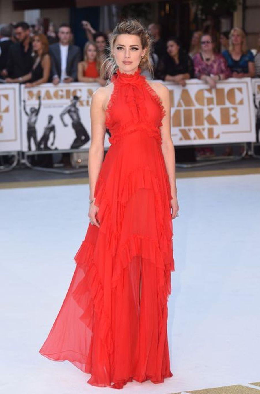 """L'actrice Amber Heard lors de la première européenne de """"Magic Mike XXL"""" à Londres le 30 juin 2015."""