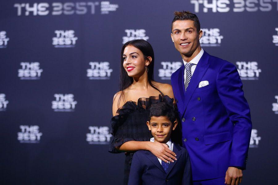 Cristiano Ronaldo, son fils et sa compagneGeorgina Rodriguez.